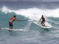 Amigos cogiendo olas en paddle surf