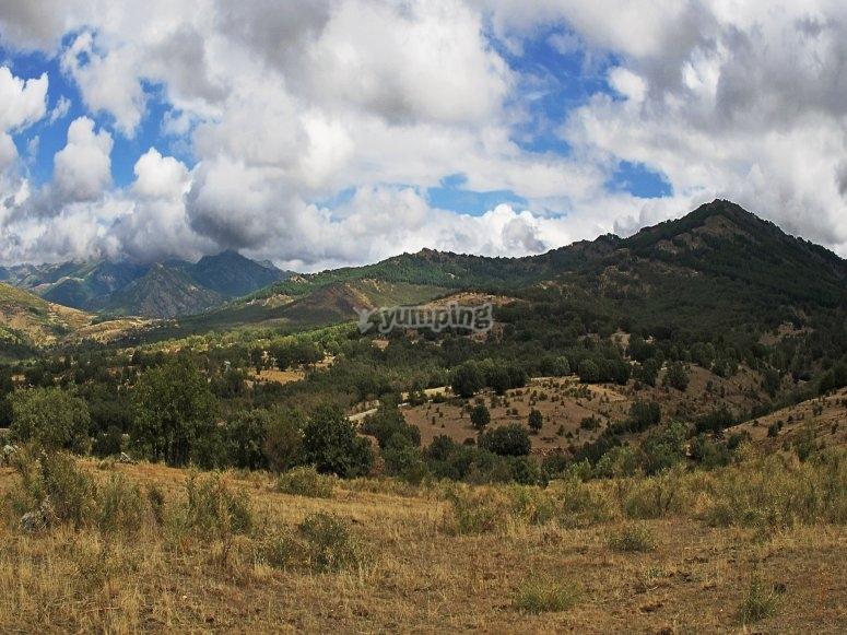 纳瓦塞拉达山脉