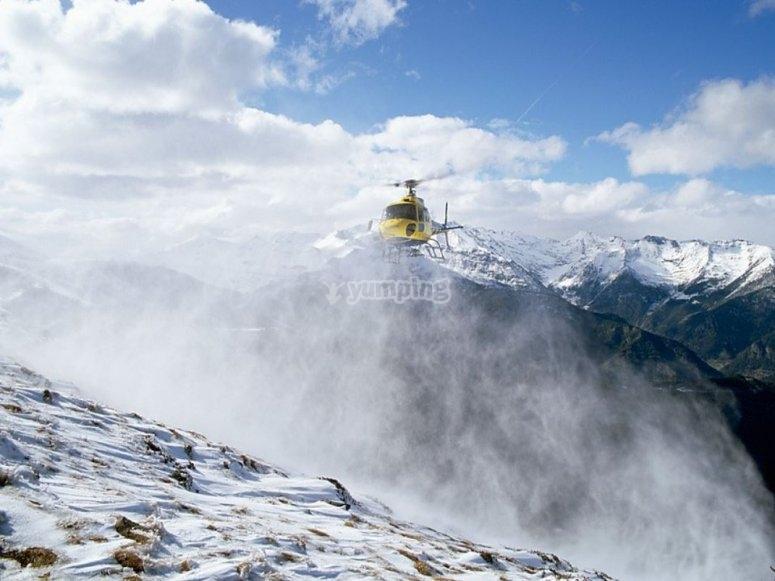 Elicottero tra la nebbia di Andorra