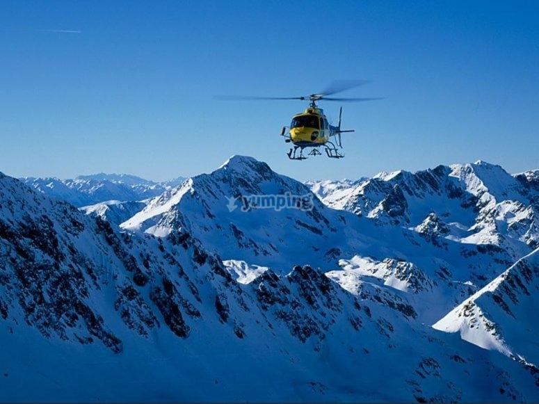 Panoramica delle cime dall'elicottero