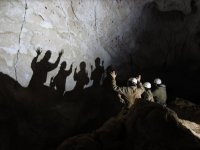 Proyectando sombras en la cueva