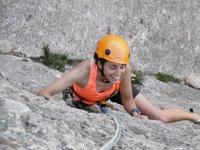 Chica escalando en Montserrat