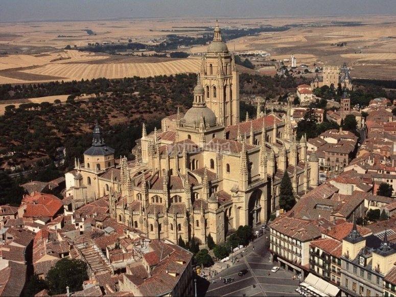 考虑塞哥维亚大教堂