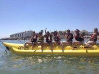 Amigas listas para ruta en banana boat