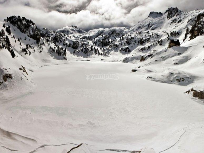 Disfruta del valle de Aran en moto de nieve