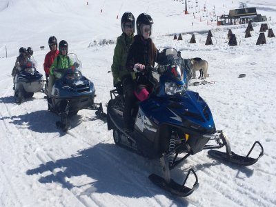 Moto de nieve adulto y niño Montgarri con merienda