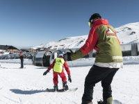 内华达山脉的滑雪板课程