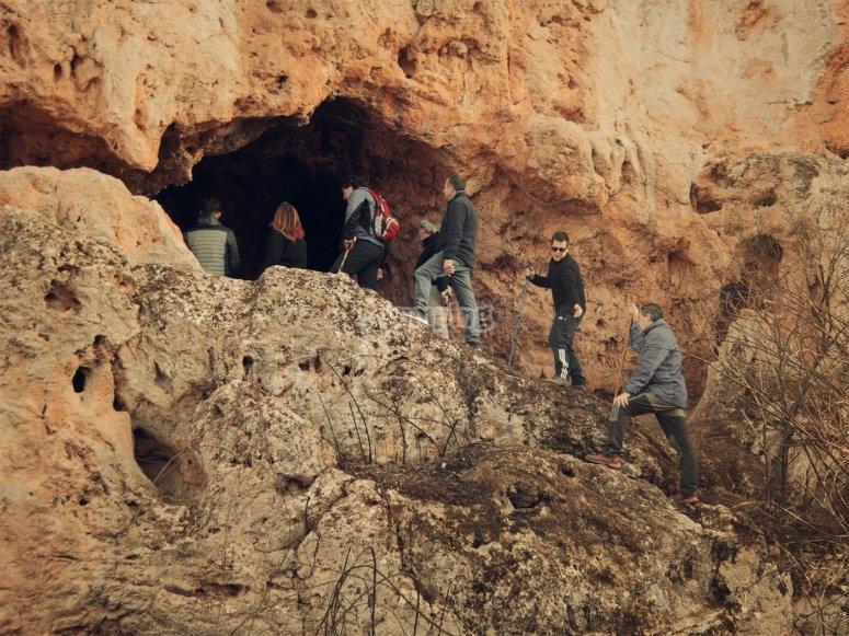 Cueva de Huelma en grupo