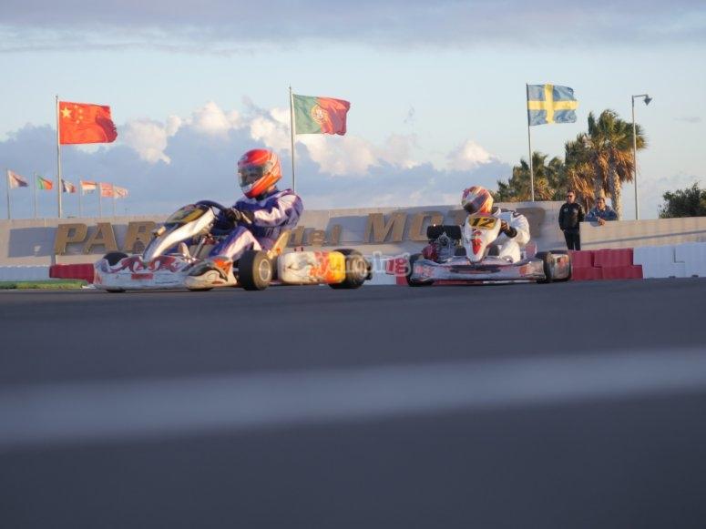 Dos pilotos en pista