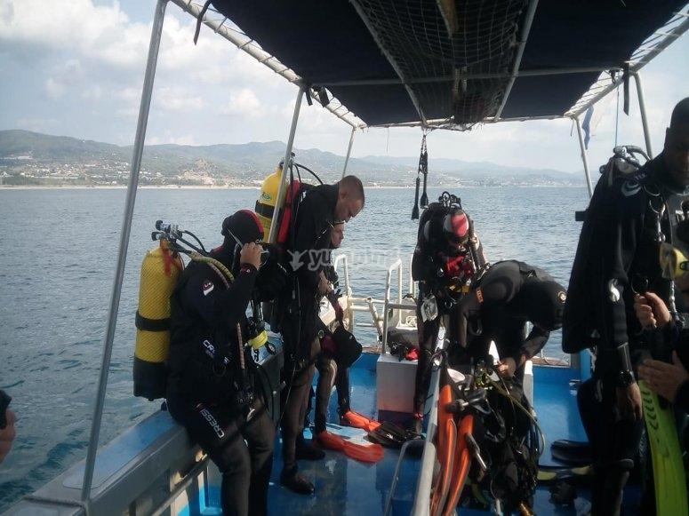 En el barco antes de sumergirnos
