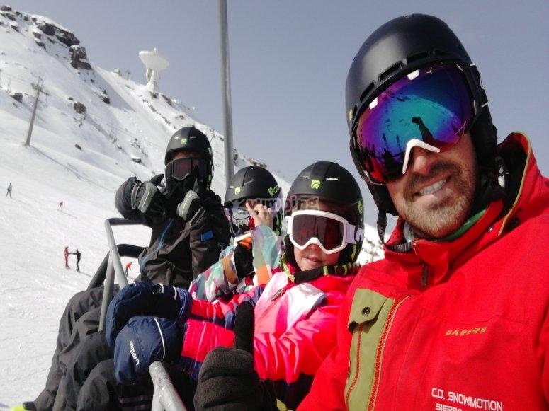 在滑雪椅上
