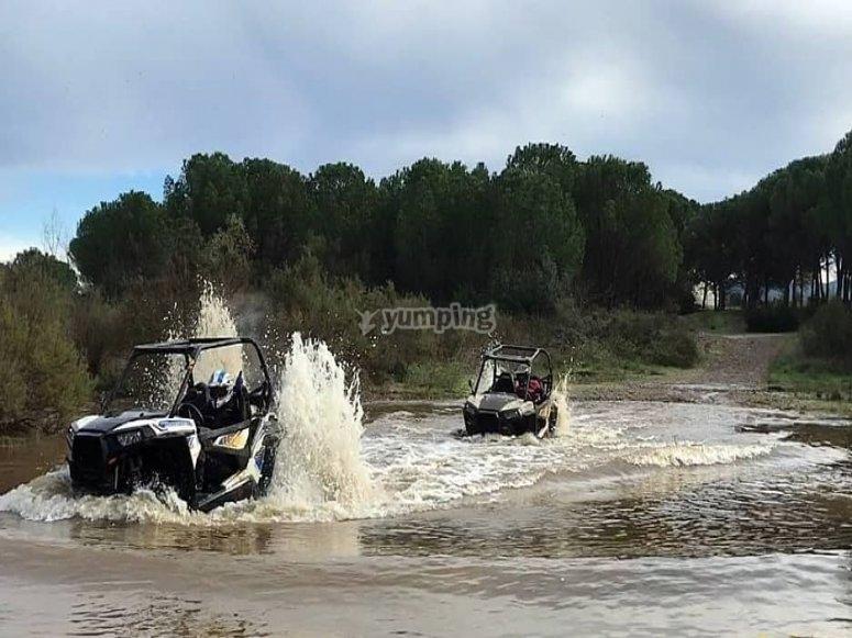 Atravesando el rio en buggy