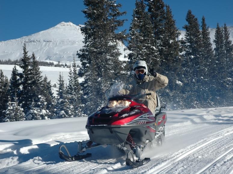 乘坐雪地车由Montgarri