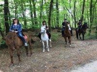 Paseando en caballo con la familia