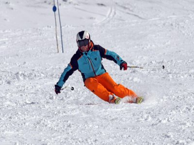 Private skiing lesson for 2h in Sierra Nevada