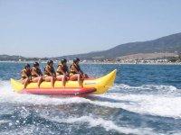 Surcando el mar en banana boat