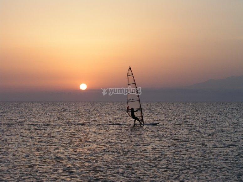 Aguas tranquilas para practicar windsurf