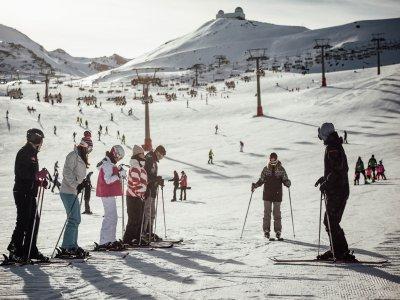在内华达山脉开始滑雪2天
