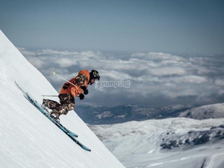 格拉纳达的下坡滑雪