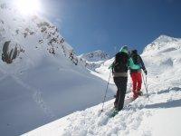 Experiencia familiar raquetas de nieve en Huesca