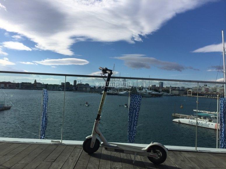 Goditi la città con uno scooter