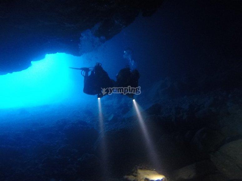 Inmersion en cueva submarina