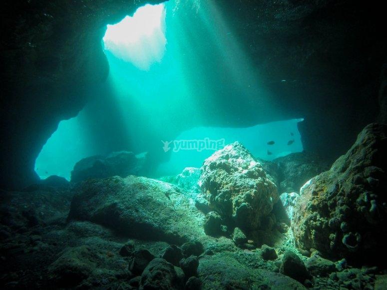 Cueva bajo el mar