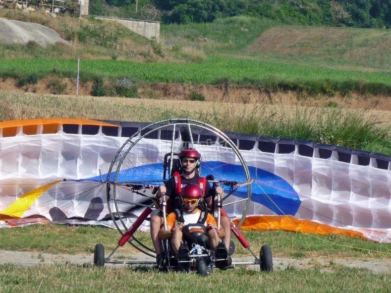 串联动力伞在陆地上的体验
