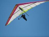 在飞行期间悬挂滑翔机