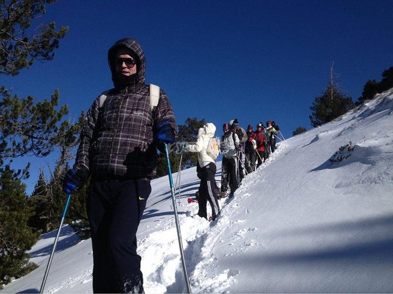 Siguiendo al guia por ruta nevada