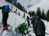 Chavales en la ruta de raquetas de nieve