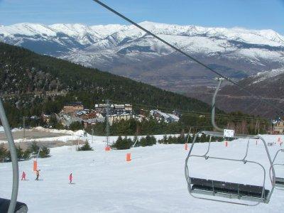 Segway在雪上30分钟路线在La Molina