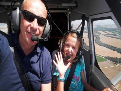 Pilota una avioneta por las Bardenas desde Tudela