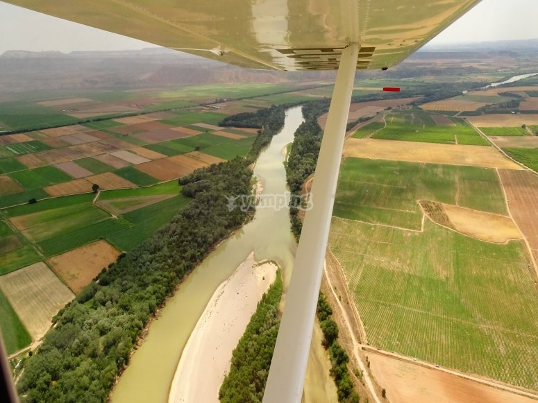 Aircraft flight in Navarra