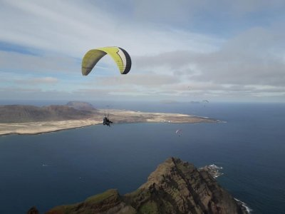 Thermal paragliding flight in Lanzarote 45 min