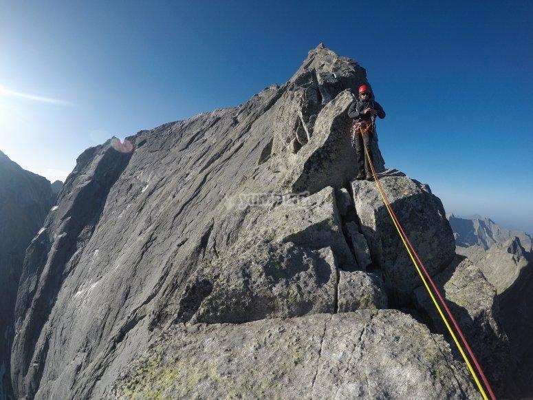 Escalando sobre la cresta