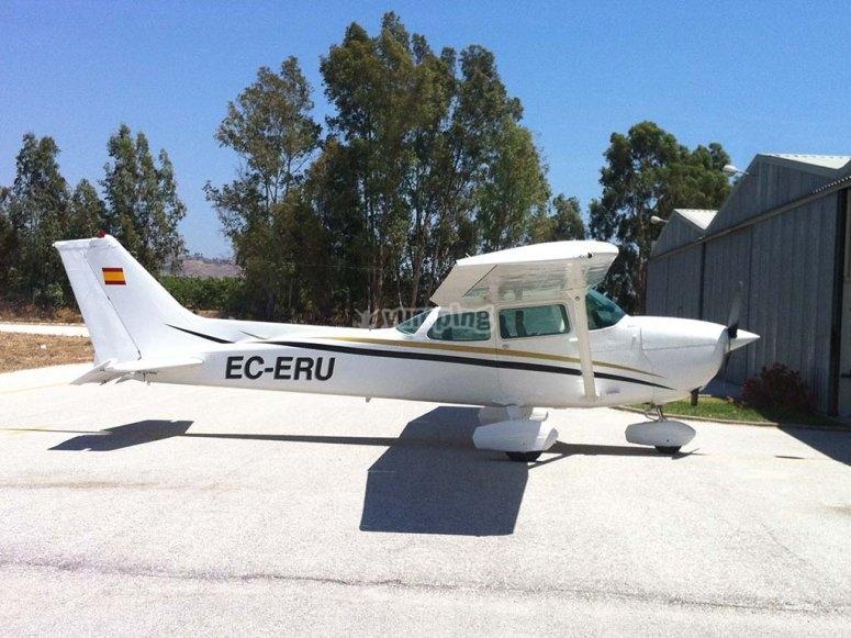 Volar en avioneta Cessna 172 N