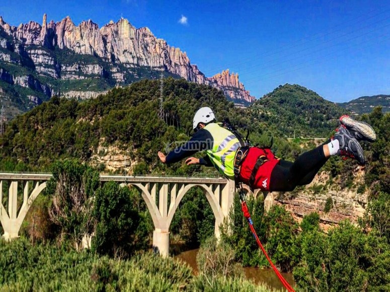 Salto desde puente de Monserrat