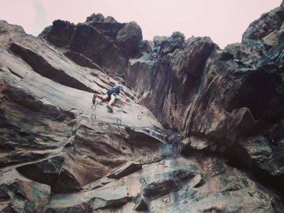 Subir vía ferrata en la isla de Gran Canaria