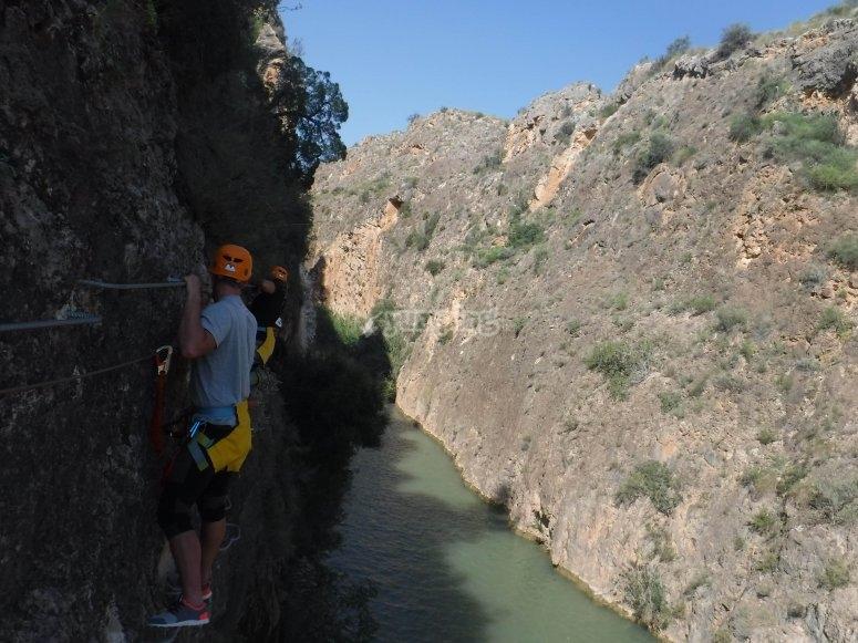 穿越Ferrata的Segura河