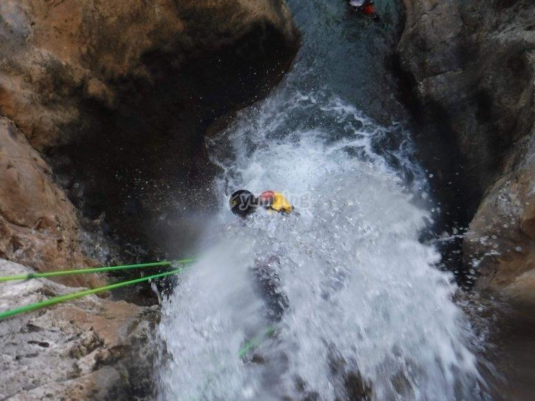 descendiendo una cascada en cieza