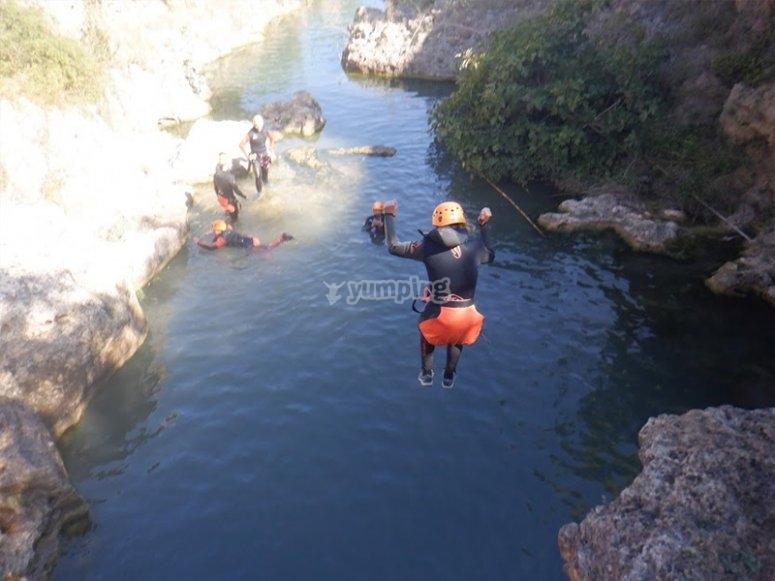 玩峡谷漂流
