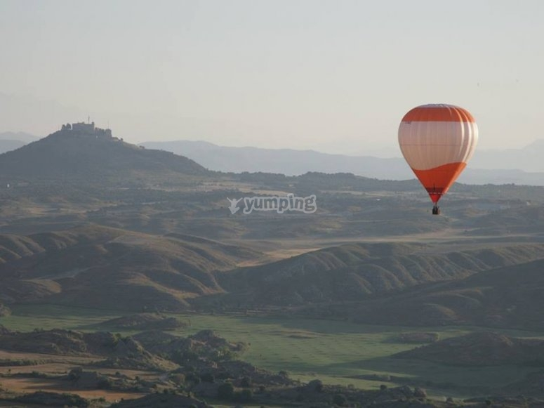 Flying over Aragon in a hot air balloon