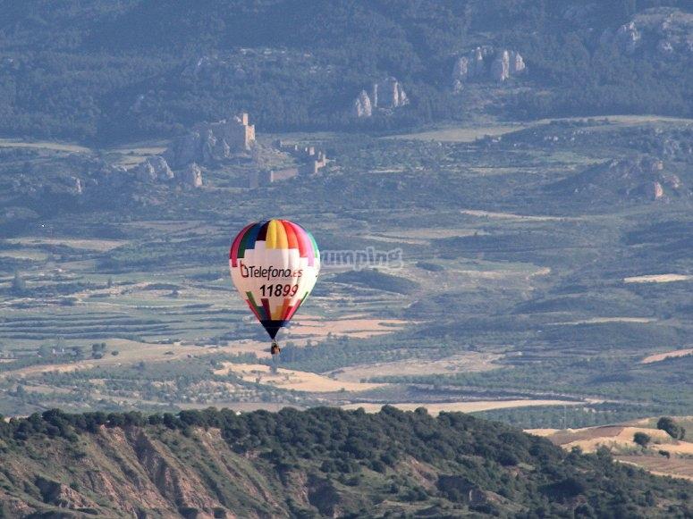 Palloncino galleggiante sopra Huesca