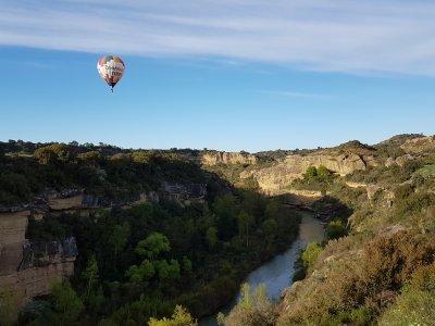 Paseo en globo para niños por el río Alcanadre 1h