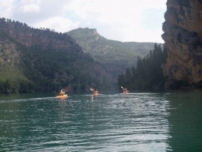 独木舟通过Benagéber2小时30分钟