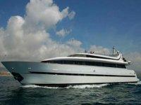 barco de 40 metros de eslora