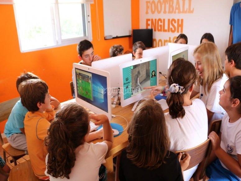 Peques aprendiendo tecnologia