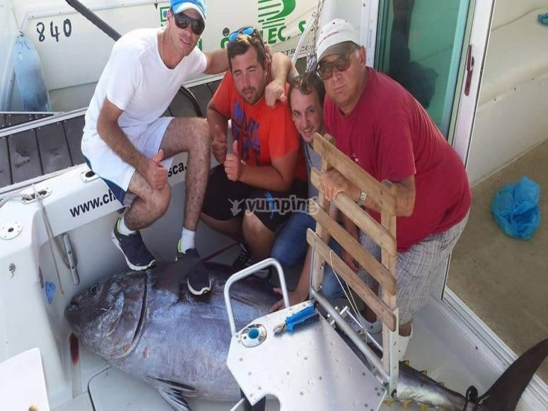 Posando en el charter con la pesca