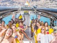 来自波多黎各的taxiboat船在海上船仪表板加速